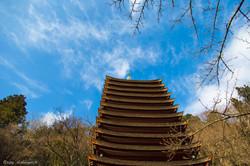 雲湧く十三重塔