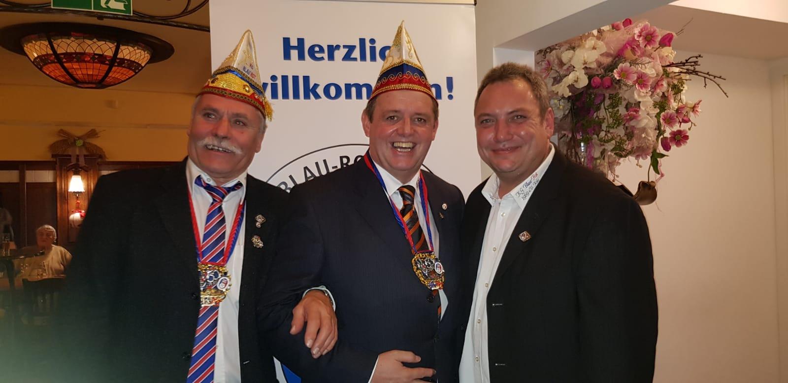 Ne Spetzboov wird Ehrenmitglied bei Blau