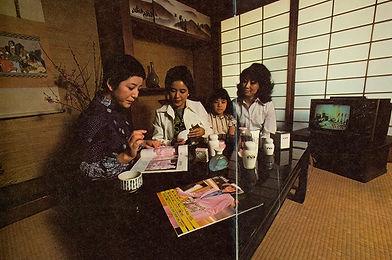 avon-representatives-japan-1970s-crop.jp