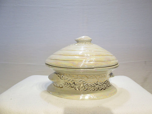 Beautiful Clamshell Form Porcelain Cookie Jar/Tureen