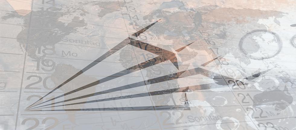 Zeitplaner und Weltkarte in grau und braun gehalten darüber ein gezeichneter Papierflieger in Farbe