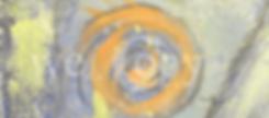 Auf einem graublauen Hintergrund sind Skizzen einer Palme, Sonne und Blume sichtbar, darüber ein Folder, eine Broschüre und ein Buch.