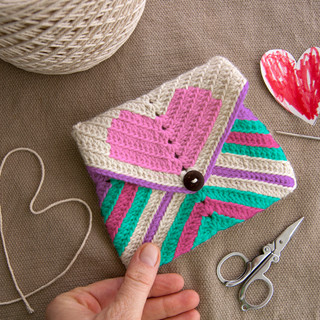Heart clutch granny square pattern