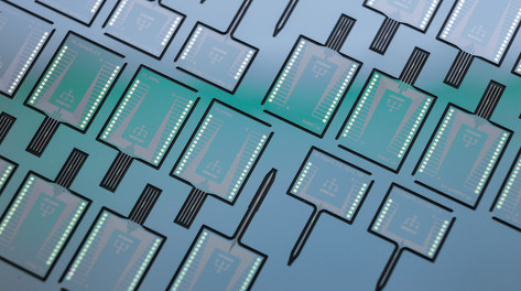 Standard silicon and specialized (ABMEM) microeletrode arrays.