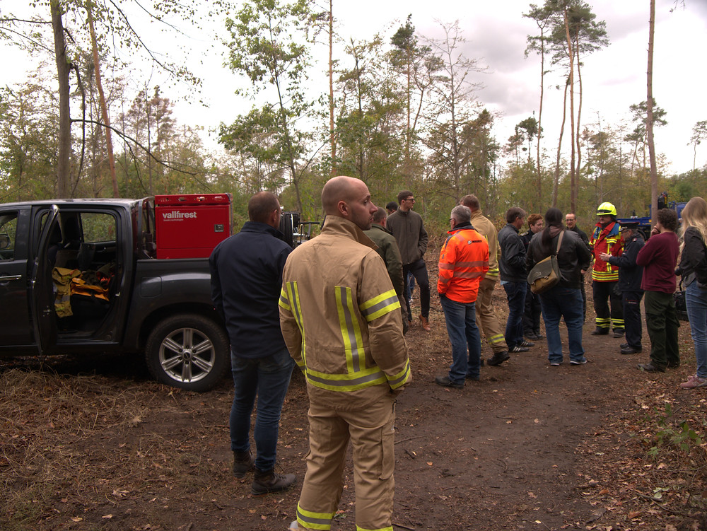 nwieweit die Themen Waldbrandprävention und Vorbereitung auf einen möglichen Waldbrand ihren Weg in die forstliche Praxis gefunden haben