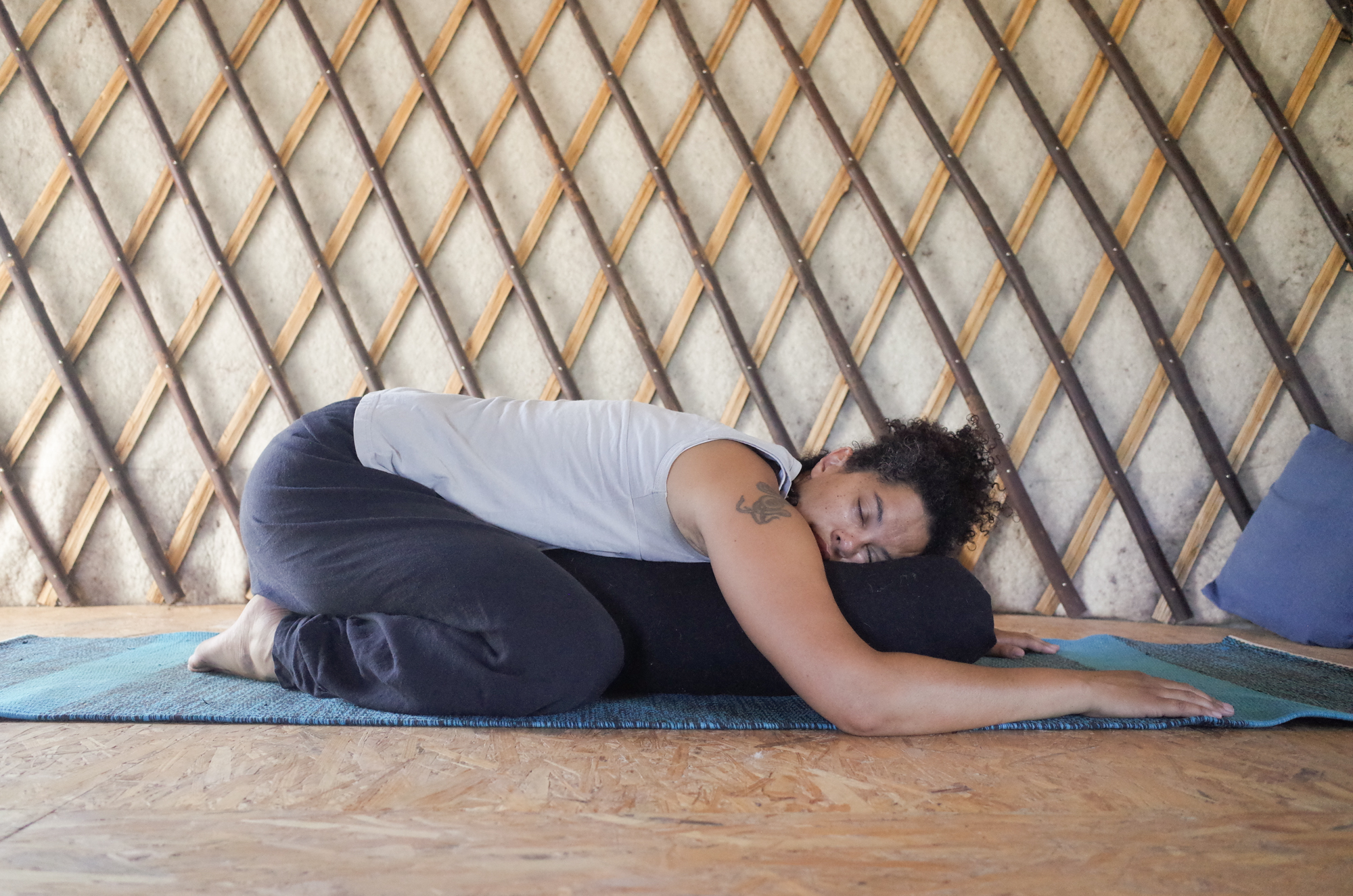 posture de l'enfant yin yoga Angers
