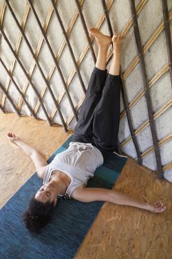 jambes au mur yin yoga Anger