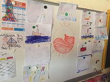 Dessins sur la pollution plastique faits par des scolaires à la suite d'une intervention de SEA Plastics au port de Bormes les Mimosas