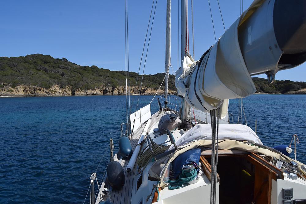 Mouillage en voilier dans la Baie du Langoustier à Porquerolles