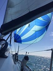 Navigation à la voile avec le spi