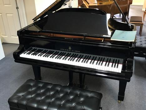 Customers piano