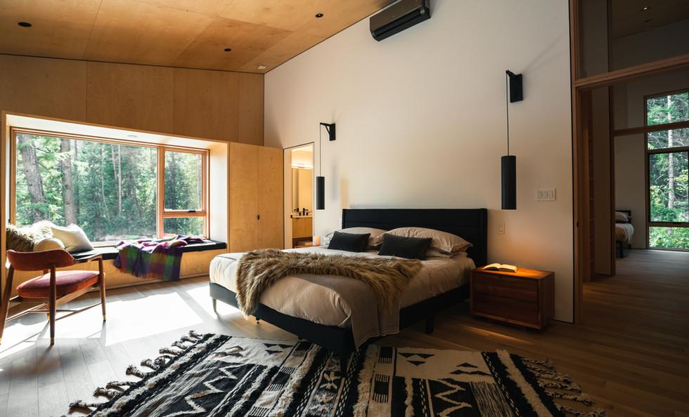 RAMM_Boundary Point Cabin – Christina Lake_bedroom.jpg