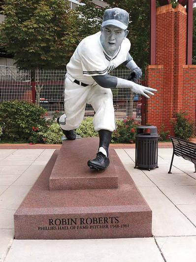 Robin Roberts statue.jpg