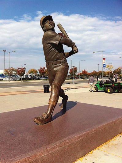 Mike Schmidt statue.jpg