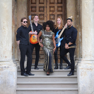 Tashara Forrest with Sleeke Band