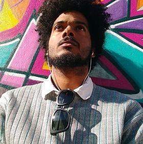 """Realizador audiovisual, professor e pesquisador. Formado pelo Instituto Superior de Arte (Cuba), Mestre em Antropologia Social pela UFSC(Brasil), Membro do Núcleo de Estudos de Identidades e Relações Interétnicas, UFSC. Escreveu, produziu e dirigiu vários audiovisuais, incluindo as ficções """"Final de día"""" (Roteiro, Produção e Co-direção,) Longa-metragem, Cuba, 2010/2020, em Pós-produção, More coffee and… (Roteiro e Direção) Curta-metragem, Cuba, 2012, La mano de D10S (Roteiro e Produção) Curta-metragem, Bolívia, 2015, Bolo (Roteiro, Fotografia, Produção e Direção) Curta-metragem, Brasil, 2017. Também participou da equipe dos longas-metragens Lua em Sagitário, Dir. Marcia Paraiso (Produtor de Set), Brasil, 2016 e Porto Príncipe, Dir. Maria Emília de Azevedo (Continuísta), Brasil, em Pós-produção. Na Não-Ficção conta com produções como Bella y Durmiente (Roteiro e Direção) Curta-metragem documental Cuba,2010, Brasília na Copa (Roteiro, Montagem e Direção) Curta-metragem documental, Brasil, 2014, Nebularis, (Realização) Vídeo-dança, Brasil 2015 e A dónde va la Isla, (Realização)Vídeo-ensaio, Brasil, 2015. Participou de workshops internacionais Avançado em Desenvolvimentos de Projetos e """"Trabalhando com Atores: Técnicas Meisner-Mamet para diretores e atores"""" na Escola Internacional de Cinema e Televisão de San Antonio de los Baños (EICTV), Cuba."""