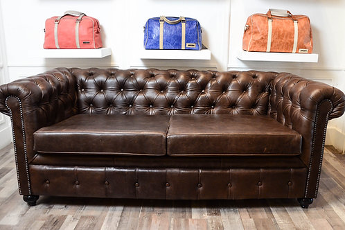 SILLON CHESTERFIELD CHOCOLATE 2 CUERPOS HOME