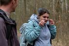 Geruchstest: charakteristisches Merkmal der Spätblühenden Traubenkirsche ist der Geruch ihrer Triebe, der leicht an Bittermandel erinnert. Tatsächlich enthalten vor allem die jungen Blätter und Samen giftige cyanogene Verbindungen.