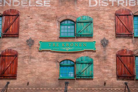 Tre Krønen Restaurant Signage