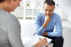 man in gesprek met mediator Cadans Mediation