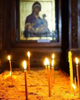white_candles_on_brown_wooden_table-scopio-4555b418-6df1-4a1a-87ba-6eb7746c75f0.jpg