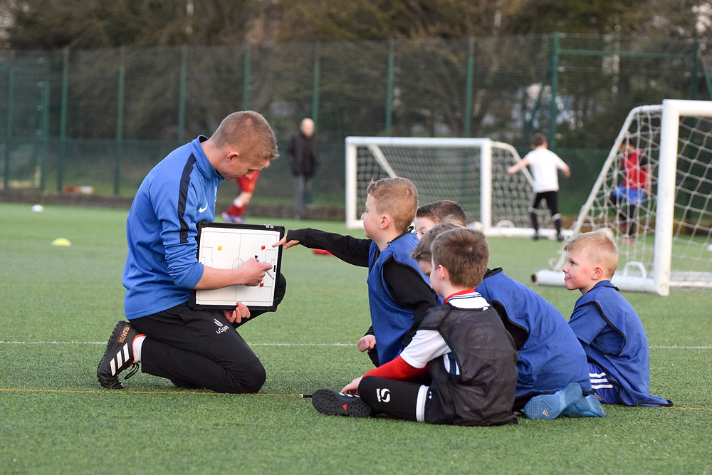 Bracknell Football Taster Session, Quality football coaching, soccer coaching, tactics board, football coach working with children, football players
