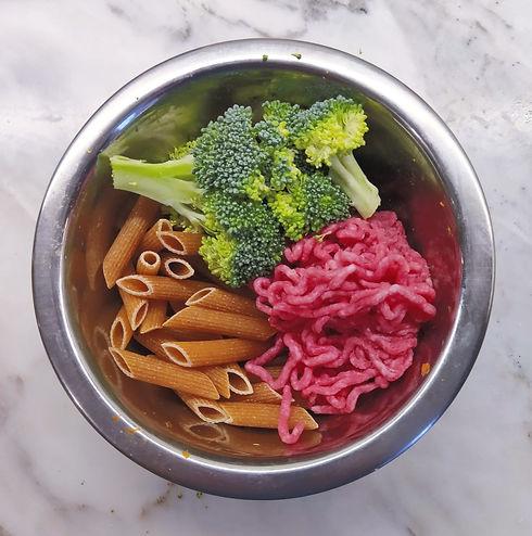 Beef%2C%20pasta%20%26%20broccoli_edited.