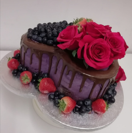 Fresh fruit & roses drip cake