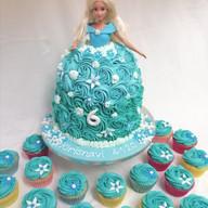 Buttercream princess cake & cupcakes