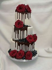 chocolate drip & red roses wedding cake