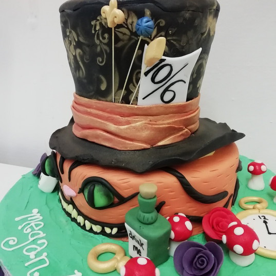 3D Alice in wonderland cake