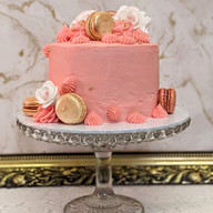 Buttercream cake with macarons