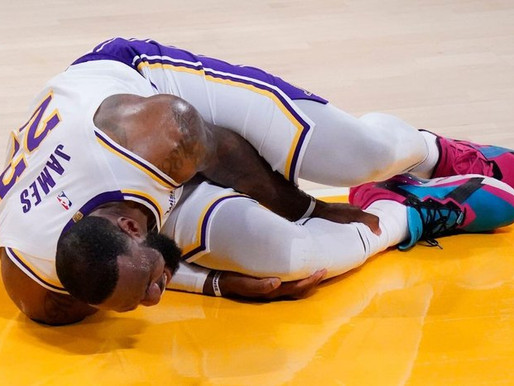 LeBron James exits Lakers' game with right ankle injury