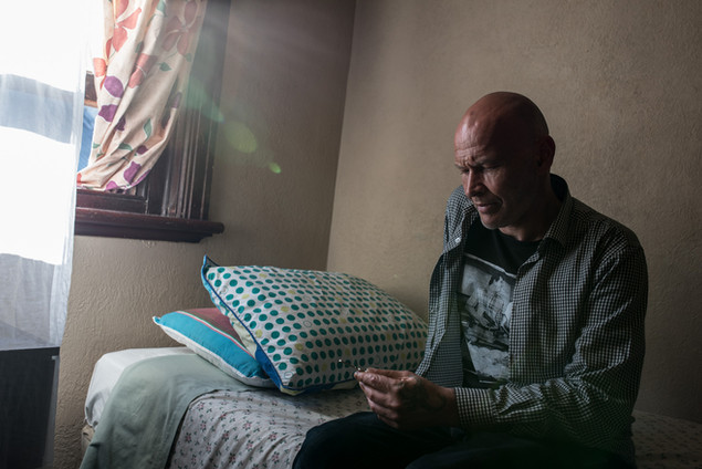 Dave, 48 ans, vient d'arriver au Gatwick où il a été envoyé par un centre d'aide aux SDF qui prend en charge sa nuit. Le Gatwick récupère souvent des personnes en difficulté quand il n'y a plus de places dans les centres d'urgence.  Décembre 2016.