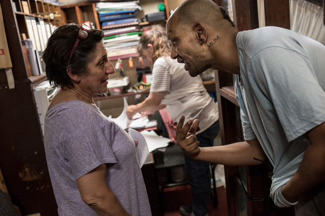 In the lodge, Darren asks Yvette for some money. Every day, Yvette and Rose donate some coins to residents who want to buy cigarettes or drinks at the 7-Eleven across the street. March 2017.