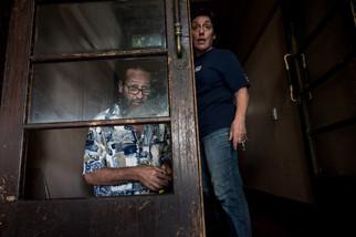 Allan, qui vit et travaille au Gatwick, répare pour la n-ième fois une vitre de la porte d'entrée. Allan est arrivé il y a 27 ans au Gatwick. «Dévasté» par la fermeture prochaine, il trouve l'endroit  «extraordinaire : Rose et Yvette font de leur mieux». Yvette, 60 ans, l'une des propriétaires du Gatwick, demande à des résidents et des personnes de passage de faire moins de bruit dans la rue.  Février 2017.