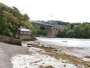 Pont Menai a lan creigiog.jpg