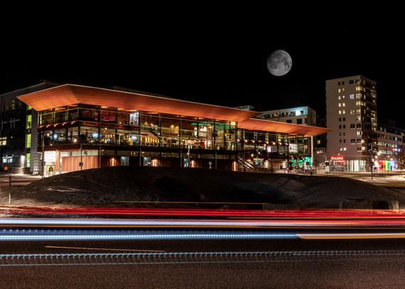 21. Kulturens hus under fullmåne