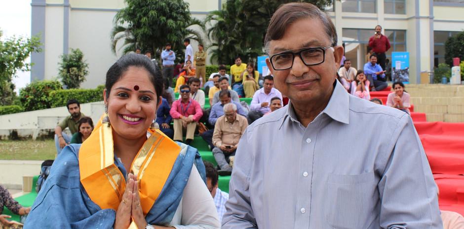 Mr. Anil Shah, Founder, G. D. Goenka International School, Udaipur, honoring Mrs. Aditi Gaur, Editor, Blub World at the 4th All India Media Conference held in Udaipur from September 27 - 29, 2019
