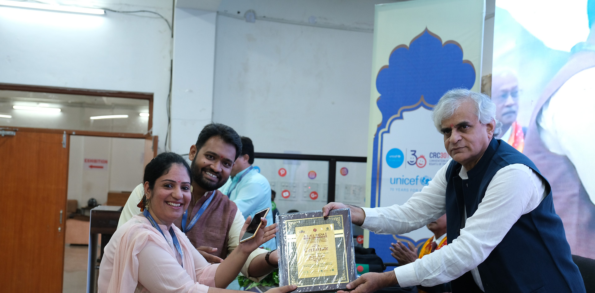 Mr. P. Sainath - Founder &  Editor of the People's Archive of Rural India honoring Mr. Daksh Gaur, Founder, Blub World, and Mrs. Aditi Gaur, Editor, Blub World at the 4th All India Media Conference held in Udaipur from September 27- 29, 2019