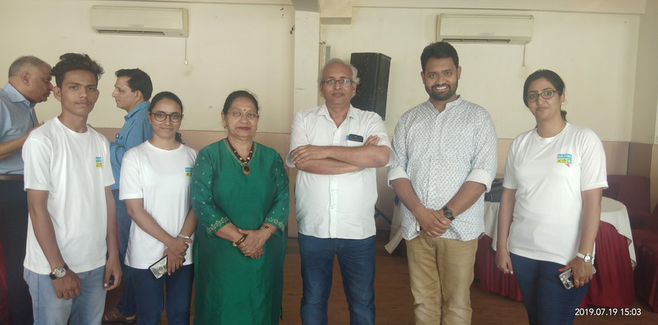 Mr. Tribhuvan Ji, Editor, Dainik Bhaskar, Rajasthan, with Mr. Daksh Gaur, Founder, Mrs. Veena Gaur, Chairperson, Blub World and its team