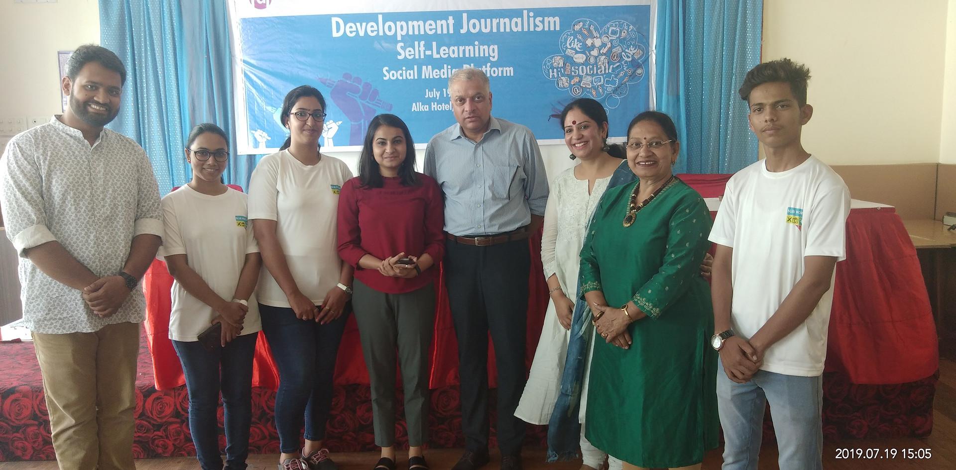 Mr. Pankaj Pachauri Founder 7 Editor-in Chief, Go News with the Team of Blub World