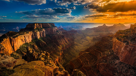 Explore the Grand Canyon, a UNESCO World Heritage site that needs no introduction! Combination tours can include helicopter flights, a short river-rafting adventure on the mighty Colorado, rim walks and visits to the West Rim's glass-bottom Skywalk.