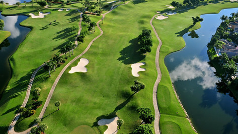 Golf in Florida is not just a hobby, it's a way of life! Being the most visited state in America for golf, Florida will never fail to blow you away, both on & off the course. The Sunshine State boasts multiple PGA Tour venues, with some of the most famous holes in the world, perfect for those looking to measure themselves against the pros.