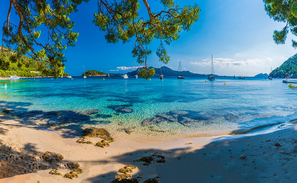 Playa-de-Formentor,-Palma-Mallorca-1124706098_2209x1361.jpeg