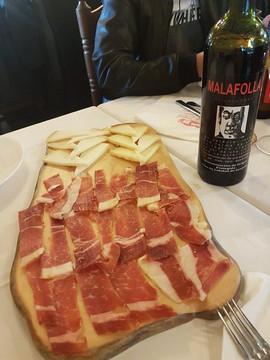El mejor complemento a nuestro vino, jamón y queso de la alpujarra