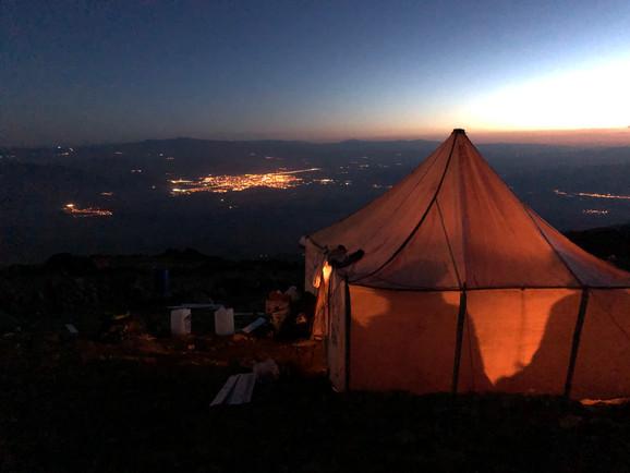Blick auf Doğubayazıt von Camp 1 (Ararat)