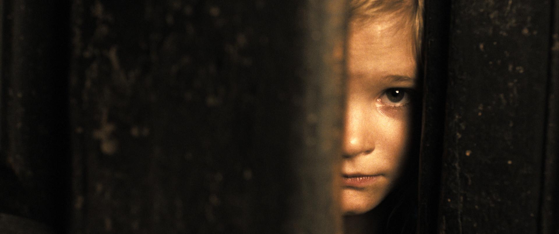 01-Dennis Mill-Kamera_Nach der Wahrheit
