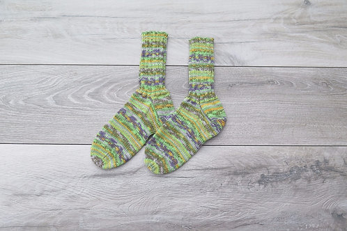 Hand knitted woolly socks green size 5-8