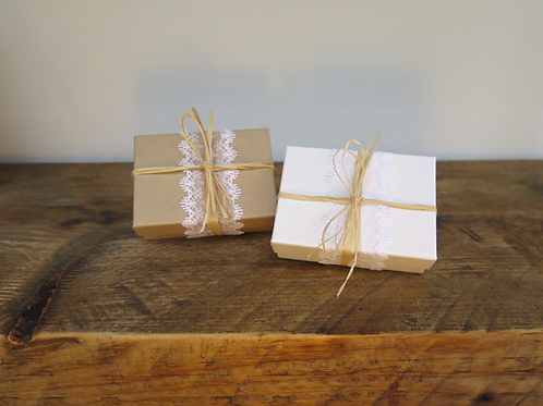 Jewellery box - lace & raffia